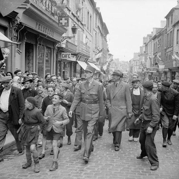 Fichier:General De Gaulle in France B5481.jpg