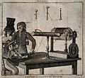 George Adams demonstrates his electrotherapy machine to a wo Wellcome V0016523.jpg