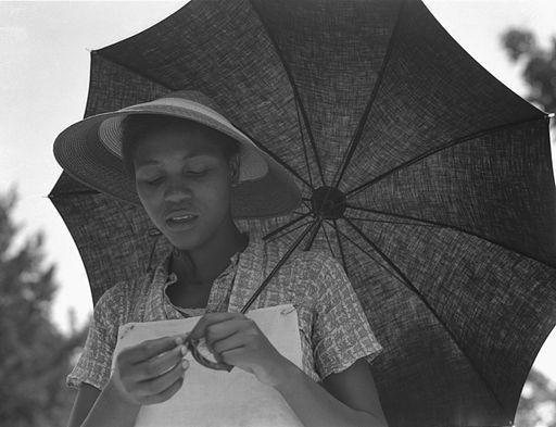 GirlWithUmbrella1937Lange