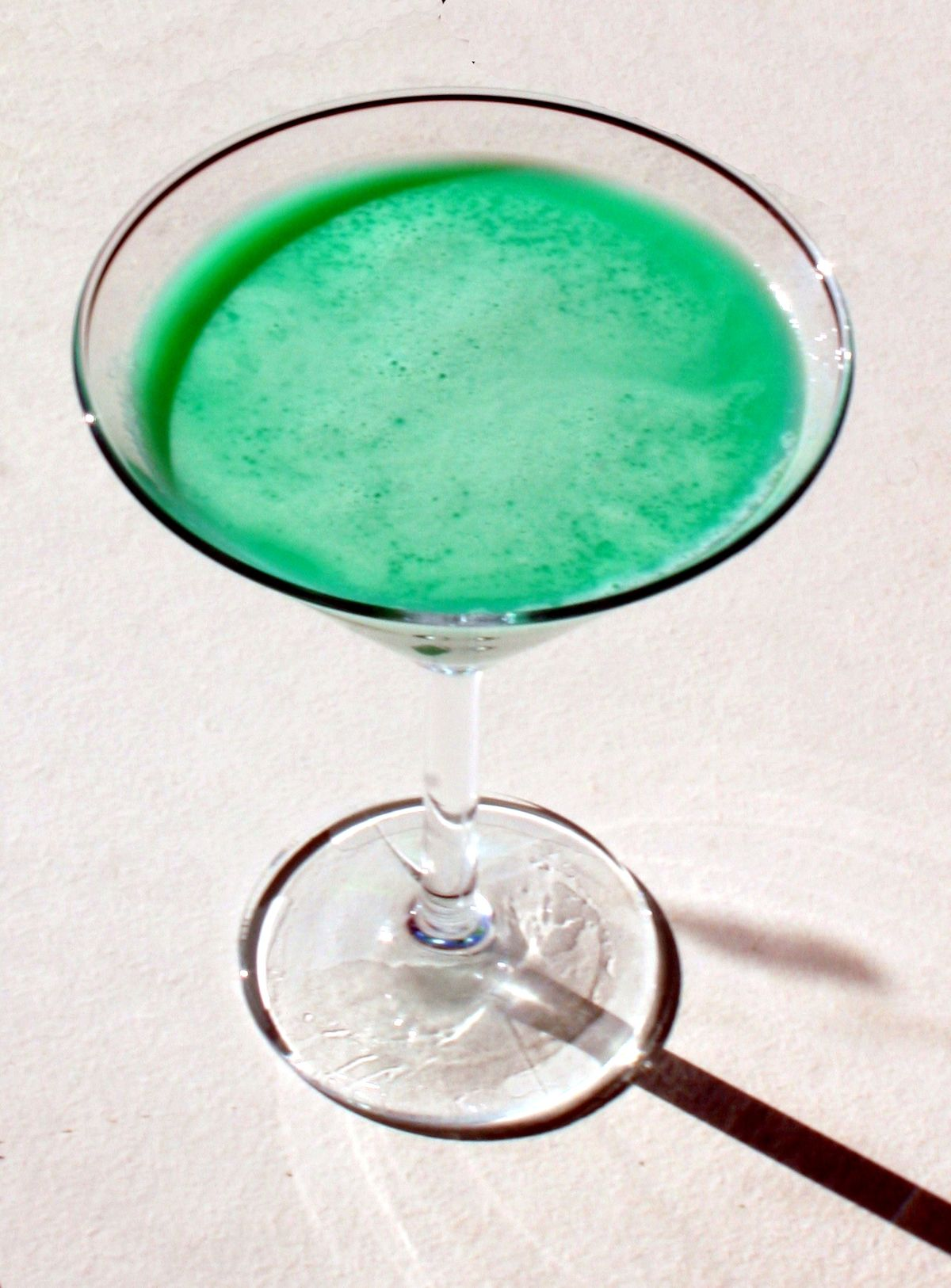 The Appletini is a green cocktail made from Pucker sour apple schnapps, vodka and sour mix, and served in a chilled cocktail glass. Aqua Thunder The Aqua Thunder is an exciting green drink made from Midori melon liqueur, blue curacao, banana liqueur, lemon juice and club soda, and served over ice .