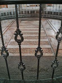https://upload.wikimedia.org/wikipedia/commons/thumb/7/7b/Gravestone_of_Avicenna.jpg/220px-Gravestone_of_Avicenna.jpg