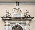 Gurk Domplatz 1 Stiftsportal Sprenggiebel mit Supraporte Wappenkartusche 11102016 4875.jpg