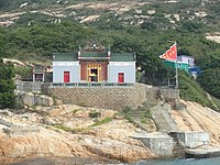 HK Po Toi Island Tin Hau Temple red triangle flag Oct-2012.JPG