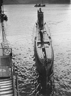 HMS Tuna approaching the submarine depot ship HMS Forth in Holy Loch  (Scotland) in August 1943