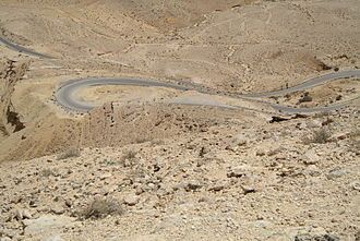 Roads in Israel - Route 225 descending into Makhtesh Gadol.