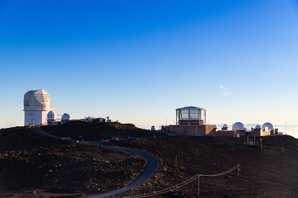Observatórium Haleakala Maui (45015823284) .jpg Astronómovia zachytili najpodrobnejší obraz Slnka