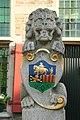 Halsteren - Dorpsstraat 22 - Raadhuis - Bordes leeuw met wapen van Halsteren.JPG