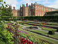 Hampton Court Palace (8081567500).jpg