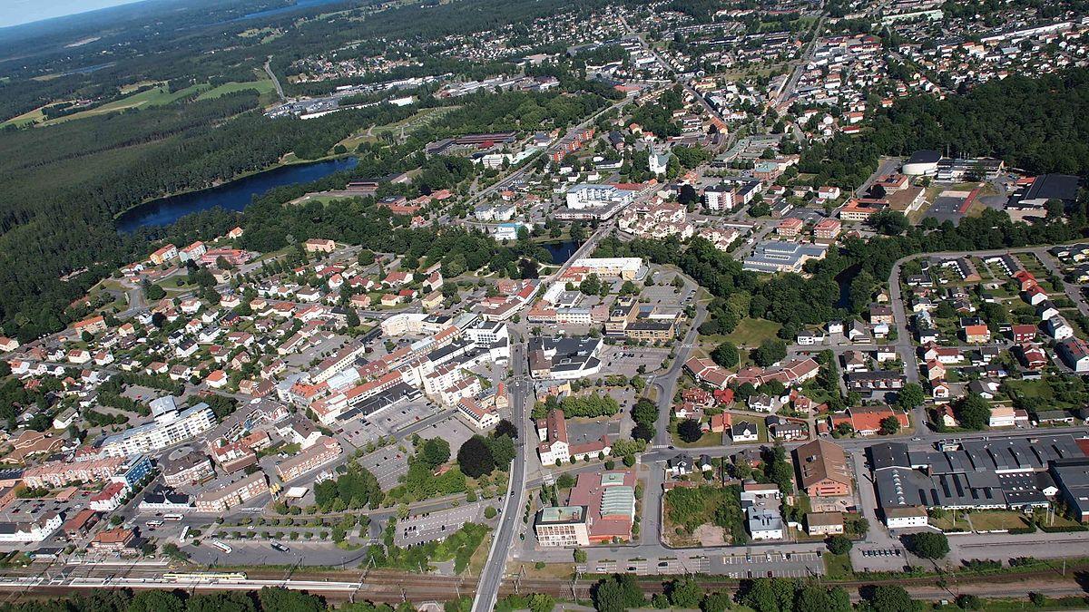 Ovi gradovi izgrađeni su planski, a iz svemira izgledaju - apsolutno nevjerojatno! - Page 4 1200px-Helikoptervy_över_Värnamo