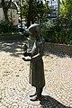 Herten - Antoniusplatz - Mädchen mit Taube 06 ies.jpg