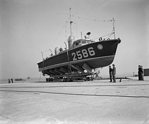 High Speed Launch HSL 2586 at Walton-on-Thames c1943.jpg