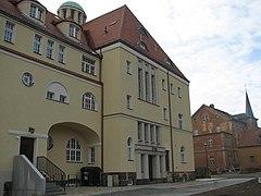 Hintere Gebäudeansicht Rathaus Döhlen 2012 (1).JPG