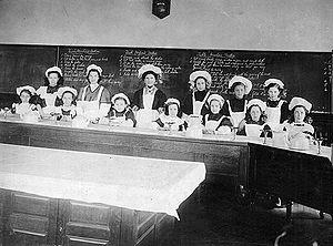 Home economics - A home economics class in 1911 in Toronto