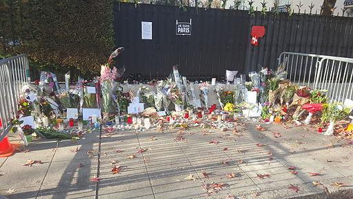 Hommage aux victimes des attentats du 13 novembre 2015 en France au Consulat de France de Genève-08