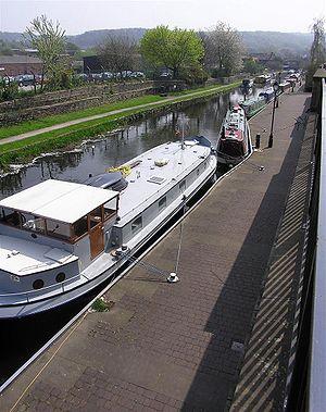 Huddersfield Broad Canal - Mooring section between Aspley and Turnbridge