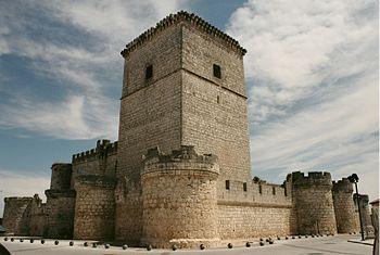 Castillo de Portillo desde la plaza Pimentel