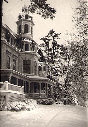 Interpines sanitarium - The Main Building in winter, c.1945. Photo by Alice Brody