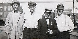 Irish immigrants 1909.jpg