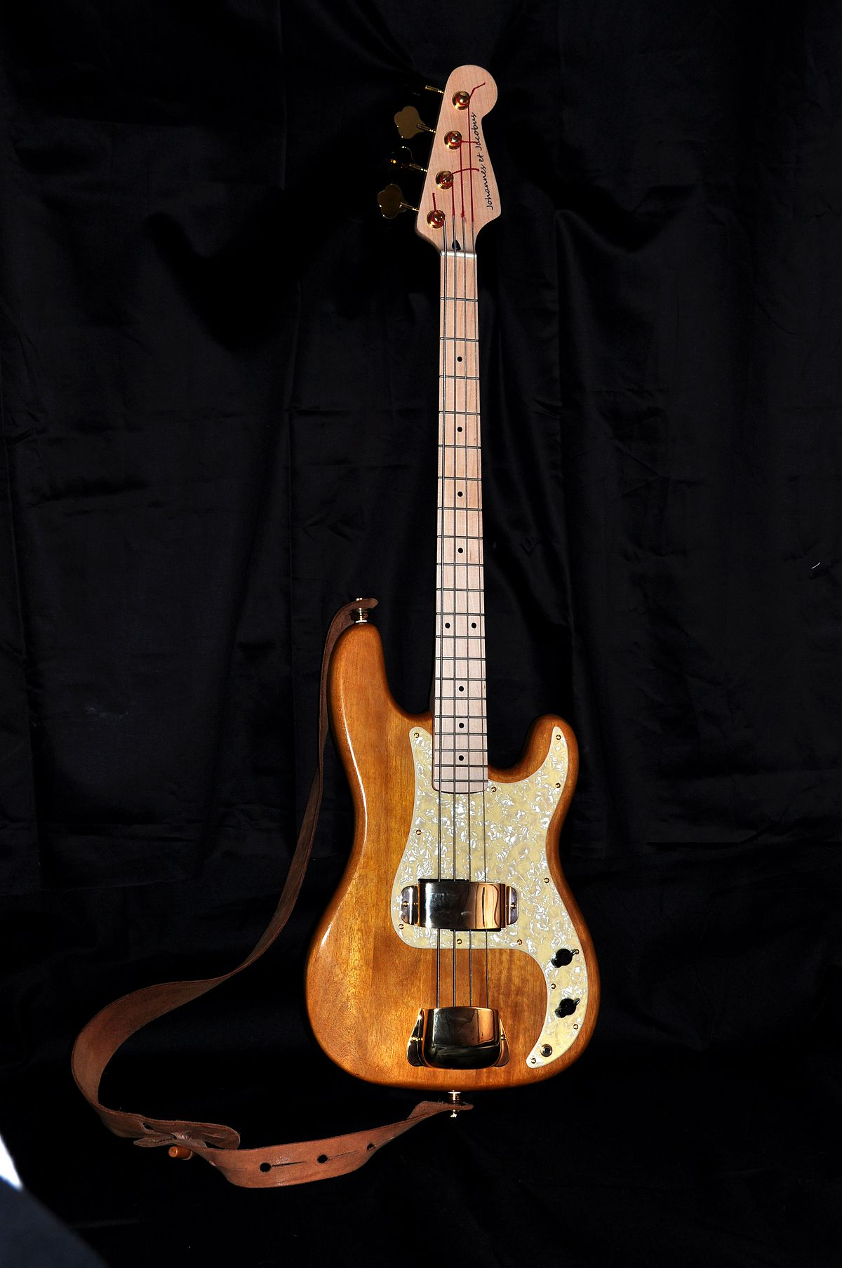 Bass guitar - Wikipedia