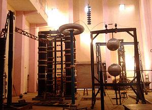 Marx generator - Marx generator (standing rectangular structure, left) in high-voltage lab at Jabalpur Engineering College, Jabalpur, India
