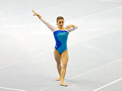 Jade Barbosa, floor routine, 2007.jpg