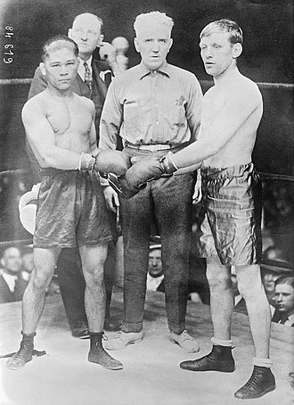 Francisco Guilledo - Pancho Villa (left) vs. Jimmy Wilde (right)