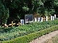 Kirchdorf, Nordvorpommern, Friedhof Gräber von Jugendlichen aus dem Zweiten Weltkrieg (2008-08-01).JPG