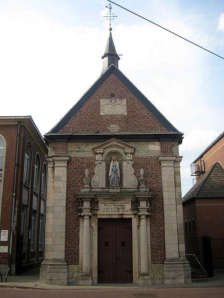 De Kouterkapel, aan de Kouterstraat in Zele, werd in 1645 opgetrokken ter vervanging van een vorige kapel uit 1556. De kapel, toegewijd aan Onze-Lieve-Vrouw van Zeven Weeën, deed dienst als devotie- en bedevaartoord tegen de pest. Architecturaal is het een vrij eenvoudige kapel, met een fronton, een portiek, een nis en een achthoekig torentje. Het weelderige interieur bezit onder meer een altaarensemble uit 1656 van Jacques Couplet, een houten altaarbeeld van de Moeder van Smarten en een fraaie barok doksaal van Jan Ykens (1657). Het Bremser-orgel dateert uit 1665. De kapel is sinds 1960 beschermd als monument. In 1980 werd de kapel gerenoveerd.