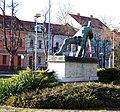 Kralupy nad Vltavou, pomník Nesmrtelným, pohled k Riegrově ulici (01).jpg