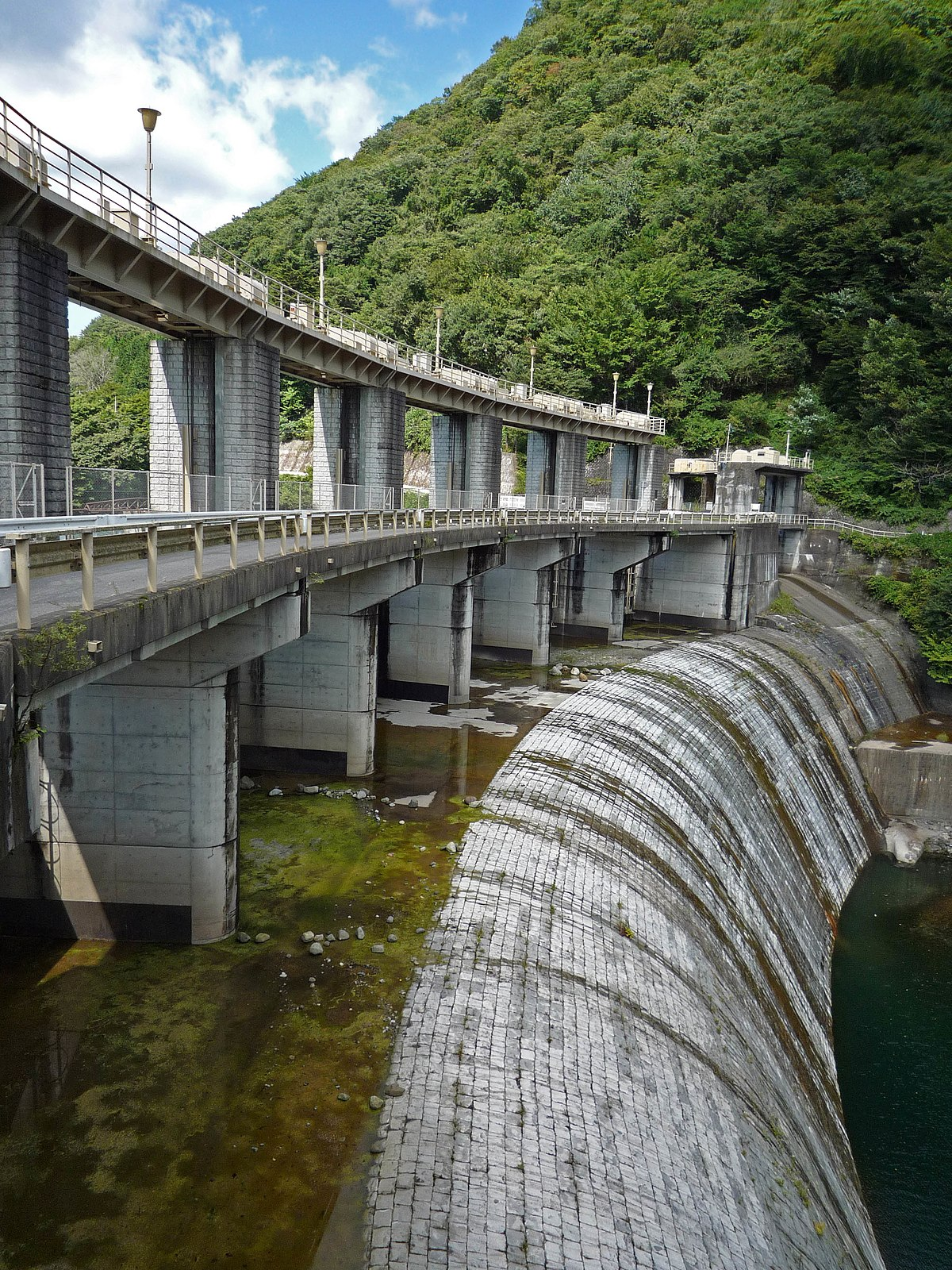 the kurobe dam the tallest dam The tateyama kurobe alpine route (610 feet), making it the tallest dam in japan from murodō station, visitors should take the tateyama tunnel trolleybus.