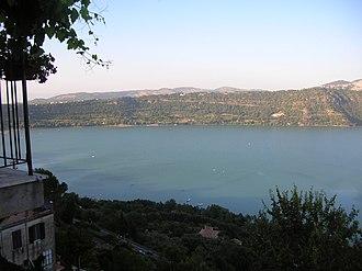 Lake Albano - Image: Lago albano castelgandolfo roma italy