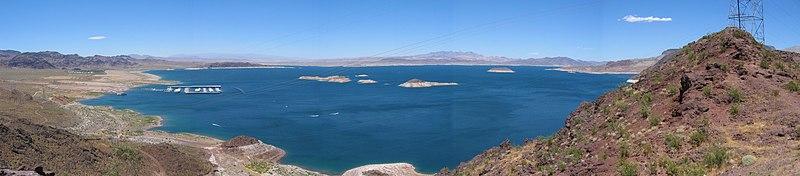Le partage des eaux 800px-Lake_mead_pano