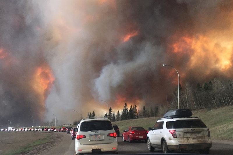 Landscape view of wildfire near Highway 63 in south Fort McMurray (cropped).jpg