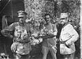 Le roi de Roumanie et deux officiers sur le front - Médiathèque de l'architecture et du patrimoine - AP62T123179.jpg