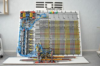 Turing machine - A Turing machine realisation in Lego