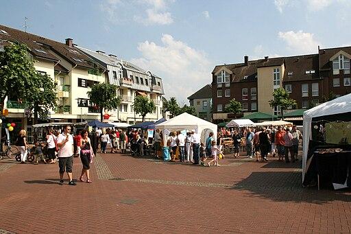 Leichlingen Entenrennen 2010 Marktplatz 02 ies