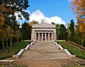 Lincoln birthplace outside.jpg
