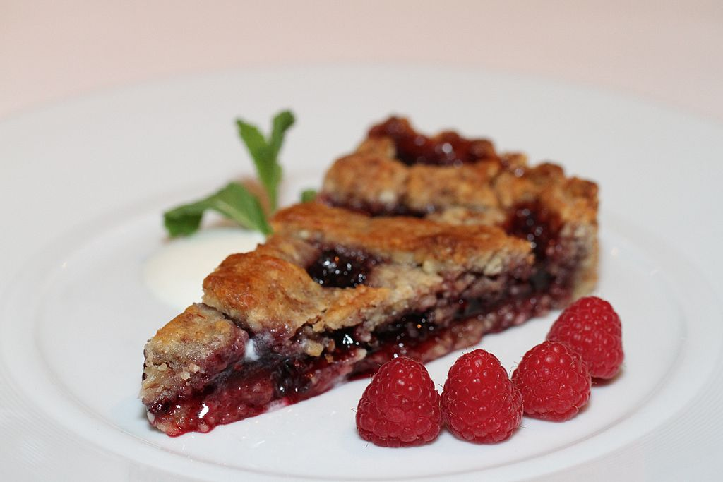 Linzer Torte and raspberries, March 2011.jpg