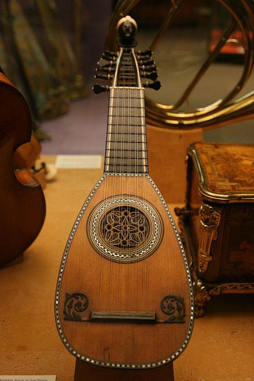 Mandolin History London-Victoria and Albert Museum-Musical instrument-02