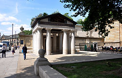 London Queen's Gallery 2011.jpg