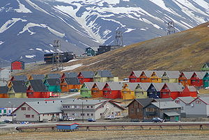 Longyearbyen colourful homes.jpg