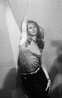 Lori Singer 1983.jpg