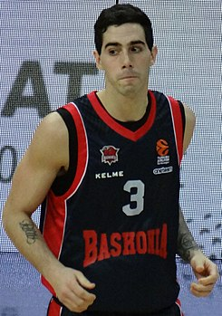 Luca Vildoza Fenerbahçe Men's Basketball vs Saski Baskonia Euroleague 20180105.jpg