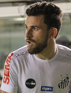 Lucas Lima, meia do Santos (34929155980) (cropped).jpg
