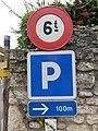 Lucenay - Panneau B13 ancien modèle et panneau parking à 100 m (sept 2018).jpg