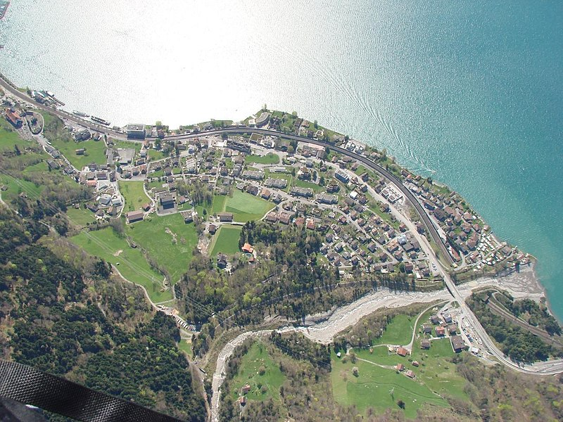 File:Luftbild Flüelen.jpg