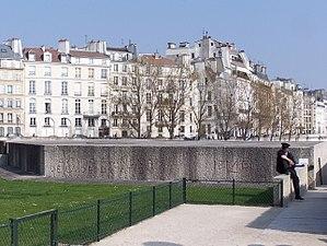 Mémorial des Martyrs de la Déportation - Entrance to the memorial in 2012