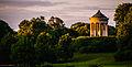 München, englischer Garten, Der Monopteros im letzten Licht der Mittsommernacht -- Munich, English Garden, The monopteros in the last light of the midsummer night (14292865008).jpg