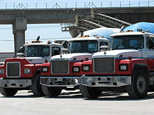 220px MACK_TRUCKS_SEPT_01_2007_LOS_ANGELES_IMAGE_PATRICE_RAUNET_HOLLYWOOD mack r series wikipedia  at reclaimingppi.co
