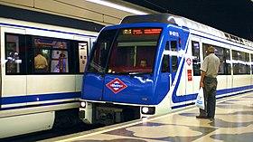 Trenes de la serie 6000 llegando a la estación de Concha Espina (L9)